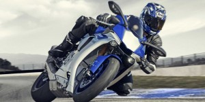 yamaha-r1-2015-action-01